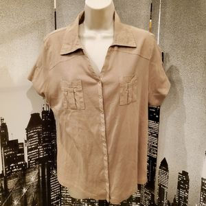Style & Co tan 1x snap up short sleeve top